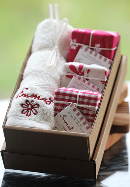 Rosehip Gift Box with flannel